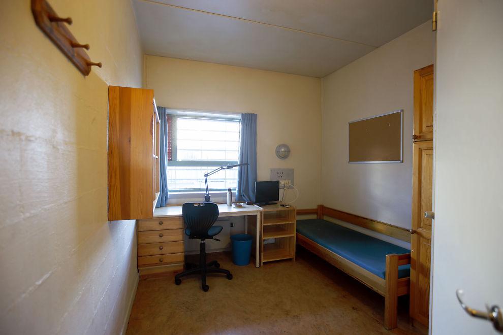 <p>BOCELLE: I en celle som dette bor Anders Behring Breivik i Skien fengsel. Han har i tillegg tilgang på en studiecelle og en treningscelle.</p>