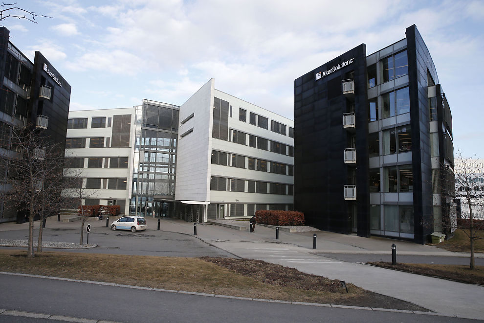 <p>RAMMES: I dette Aker Solutions-bygget på Fornebu må flere belage seg på å finne en ny jobb.</p>