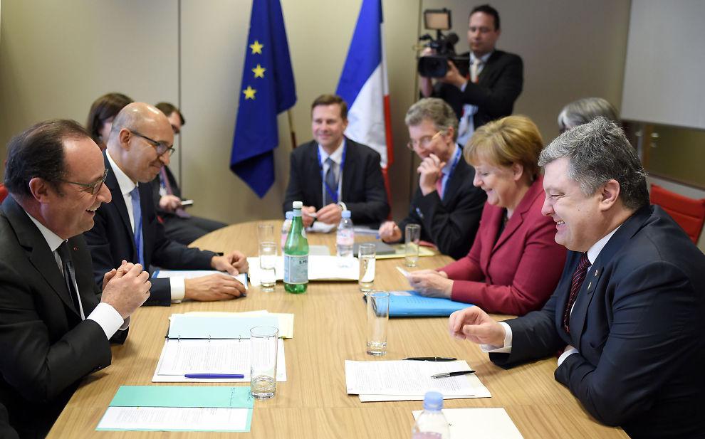 <p>ENIGE: Her er blant annet Frankrikes president Francois Hollande, Ukrainas president Petro Poroshenko og Tysklands statsminister Angela Merkel under et EU-møte torsdag.</p>