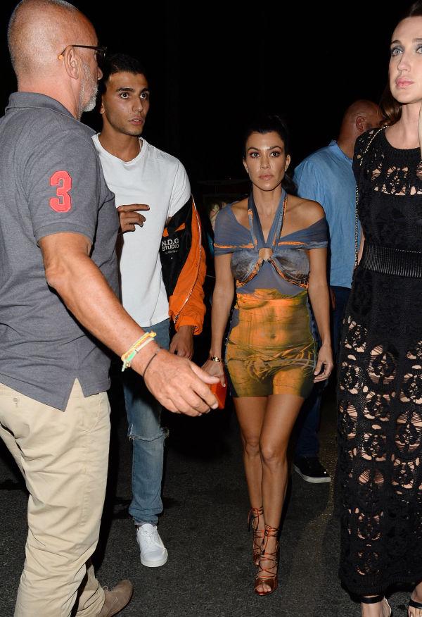 whos dating kim kardashian now Kris jenner confirms khloé is robert kardashian sr she is indeed robert kardashian sr's third daughter now it's kim kardashian breaks her silence.