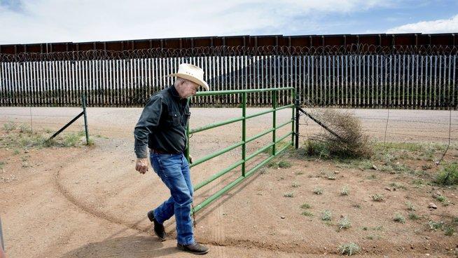 Nå vil ikke John lenger ha Trumps mur: - De kommer over på 20 sekunder