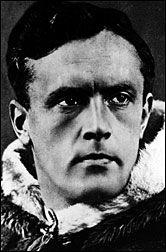Helge Ingstad ble født i Meråker  i 1899. Han utdannet seg først til advokat, men brøt  tvert med dette livet da han i 1926 dro til Canada og ble pelsjeger.