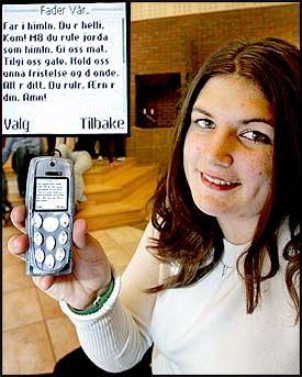 MOBIL BØNN: Silje Jensen (16) og vennene i Skien Baptistmenighet bruker tekstmelding til bønn. Foto: ROGER NEUMANN