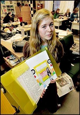 MAPPEN MIN: Kristin Therese Hansen på Porsgrunn videregående skole er stolt av arbeidene hun kan presentere i mappen sin. Foto: Roger Neumann