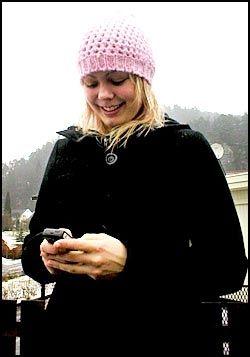 VENNDØL: Anne Kristine Lie (18) fra Vennesla skriver alltid tekstmeldingene på dialekt. Foto: LINDA MERETE LIE