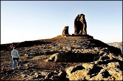 1813 M.O.H.: Roque Nublo står som et landemerke midt på øya. Fjellet var en gang hellig for kanarierne. Det går flere stier rundt fjelltoppen. Foto: Jørgen Braastad