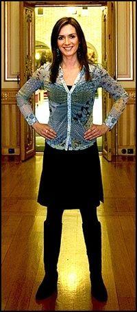 2005: Dagfinn Høybråtens nye politiske rådgiver Eva-Charlotte Stenset (27) har i en drøy uke gått mye mellom departementet og Stortinget. Hun skal være med på å lage partiets nye mediestrategi. Foto: Terje Bringedal