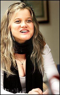 TAKKET NEI: Sandra Lyng Haugen ville ikke stille opp i undertøyet i FHM. Her fra en platesignering i fjor. Foto: Tom Egil Jensen