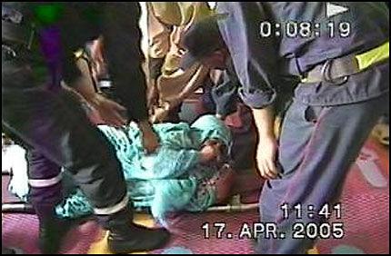 BEVIS: Dette bildet av den skadde kvinnen etter en fredelig demonstrasjon i Vest-Sahara, er sjeldent å se utenfor det okkuperte landets grenser. Foto: Berserk Productions