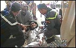 SKADET: Denne mannen var en av flere som ble skadet da marokkansk politi brøt inn i en fredelig demonstrasjon i Vest-Sahara. Foto: Berserk Productions