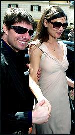 LIKER Å VISE SEG FRAM: Tom og Katie i Romas gater. Foto: EPA