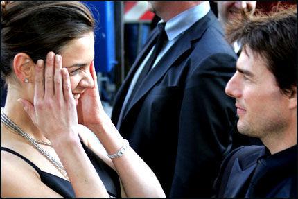 GIFTER SEG: Tom Cruises (42) og Katie Holmes (26) - her i Roma i mai. Foto: Reuters