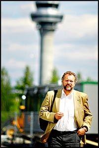 LIBERALER: Venstre-leder Lars Sponheim mener todelingen i norsk politikk vil forsterkes under høstens valgkamp, og ønsker seg et tettere samarbeid med Frp. Foto: Fredrik Solstad