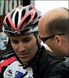 SATSER PÅ BASSO: CSC-sjef Bjarne Riis satser på sammenlagt-seier for Ivan Basso, men tror Zabriskie vinner prologen. Foto: EPA