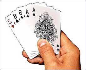 POKER: På nettet får du kortenen på datamaskinen og ikke i hånden. Foto: ESPEN S. HOEN