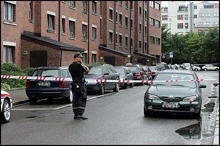 OPPGJØR: Politiet jobber på spreng for å finne gjerningsmennene etter en skyteepisode på Grønland i Oslo. Foto: SCANPIX