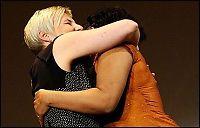Strippet, og kysset kulturministeren