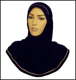 IKEA-HIJAB: Dette er det muslimske hodeplagget, hijab, som er tilpasset IKEA-uniformen. Foto: