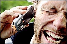 ØKER RISIKOEN: Langvarig bruk av mobiltelefon øker faren for svulst på hørselsnerven, viser en ny britisk undersøkelse. Foto: STIAN LYSBERG SOLUM