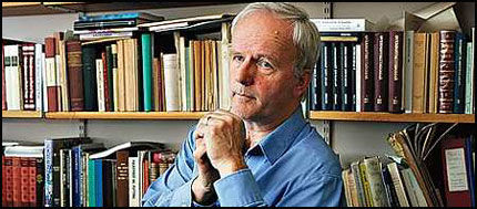 PROFESSOR: - Det er jo et gode at man kommer lenger i å avdekke hva som er sannheten i et saksforhold, sier professor Øystein Rian om viraken rundt Tor Bomann-Larsens bok «Folket». Foto: Trond Solberg