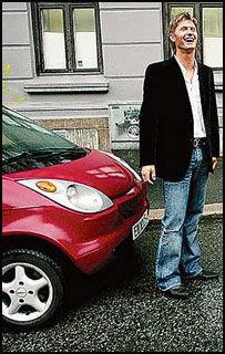 EL-ITEN: Rema-arving Kjell Magnus Reitan sparer 25 minutter til jobben på å kjøre el-bil. Foto: ANNEMOR LARSEN Foto: Annemor Larsen
