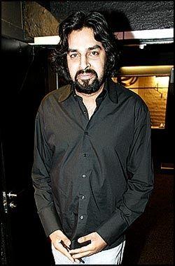 GA SIN STEMME: Komiker Zahid Ali (29), kjent fra blant annet «Rikets røst» på TV 2, har gitt sin stemme til hovedpersonen Wasim i «Izzat». Foto: Frode Hansen