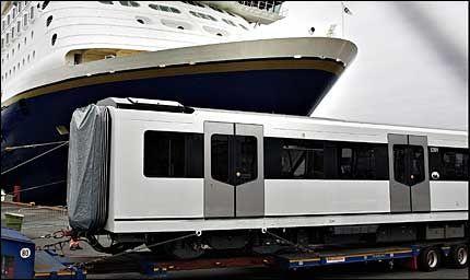 FERSK: Det første vognsettet med den nye t-banemodellen MX3000 ankom Oslo torsdag morgen. Foto: Magnar Kirknes