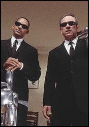 SVART SUKSESS: De to «Men in Black»-filmene med Tommy Lee Jones og Will Smith er inspirert av gamle myter. Foto:
