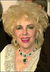 Elizabeth Taylor (73) flørter fortsatt