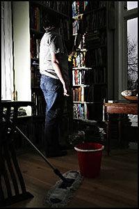 TJENER SVART: Kristine jobber svart som rengjøringshjelp og tjener 20 000 i mnd. Foto: Knut Erik Knudsen