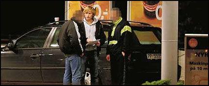 SVART ARBEIDSKRAFT: Kameratene fra Litauen tilbyr VGs reporter å arbeide svart for 100 kroner timen. Foto: Nicolai Prebensen