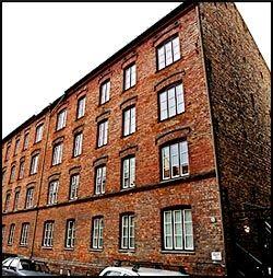 «FIRMAET»: Fra denne boligblokken i Oslo Sentrum drev 66-åringen Rilum AS og sine andre firmaer som politiet har gjennomgått. Foto: Bjørn Thunæs