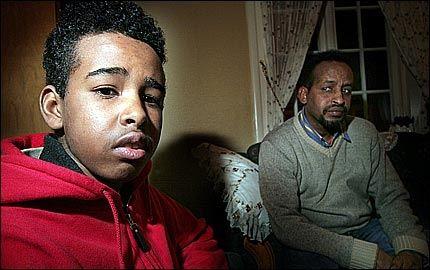 Khadar Abdulaahi Sharif (15) sammen med faren Abdulahi Mahamed Sharif (43). Foto: Espen Storhaug, Trønder-Avisa Foto: