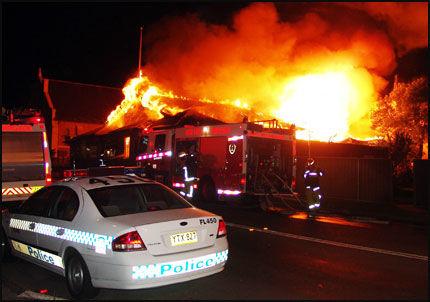 I BRANN: Politiet tror brannen i United Church i Sydney ble påsatt. Foto: AFP.