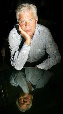 MERKELIGE DOMSPAPIRER: Advokat Harald Stabell forstår ikke hvorfor det er så mange uklarheter omkring dokumentene i Treholt-dommen. Foto: Scanpix