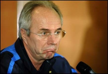 LURT: Sven Göran Eriksson skal ha oppgitt hemmelige detaljer om sin fotballframtid til britiske tabloidreportere han trodde var sjeiker. Foto: AP