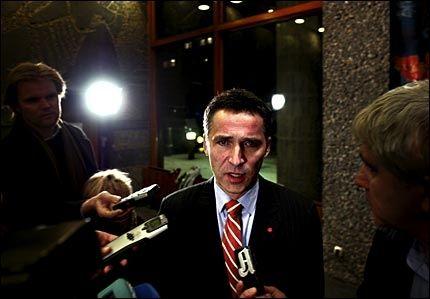 FORDELER ANSVAR: Statsminister Jens Stoltenberg sier rett ut at Magazinet-redaktøren har bidratt til angrepet på den norske ambassaden i Damaskus. Foto: Adrian Øhrn Johansen
