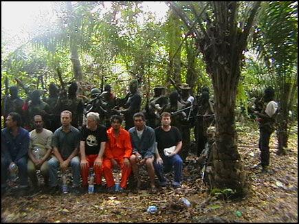 oppr 248 rere i nigeria viste fram bilder av gisler olje og