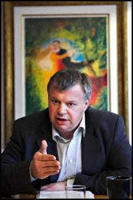 REAGERER: Arbeids- og inkluderingsminister Bjarne Håkon Hanssen (Ap) ser på forholdet som et angrep på hele systemet. Foto: Jan Petter Lynau