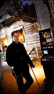 TIL KAMP: Tonny Kværnmo (29) som sto fram i VG torsdag, samler nå spilleavhengige til kamp for å få automatene ut av norske matvarebutikker. Foto: Øyvind Nordahl Næss, VG.