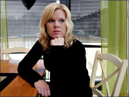 SKUFFET: Marit Aarhus mener Forsvaret opptrådte kritikkverdig og uprofesjonelt etter at hennes eks-samboer og faren til hennes datter døde under en øvelse. Foto: Roger Neumann