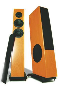 HØYTALERE: Gode høytalere gir god lyd. Men du trenger også en forsterker, skal du gjøre hjemmekino ut av TV-en din. Her to høytalere fra Vienna Acoustics. Foto: Lyd og Bilde