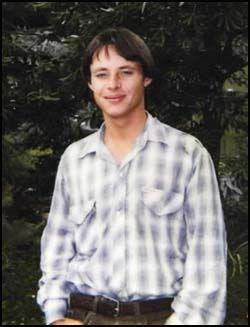 KAN BLI UTLEVERT: Australske David Hicks (30) ble i 2001 pågrepet av amerikanske myndigheter i Afganistan mistenkt for å bidra til krigsforbrytleser. Onsdag ble det kjent at Hicks kan få sone sin dom i Australia i stedet for i det amerikanske militærfengselet på Cuba. Foto: REUTERS
