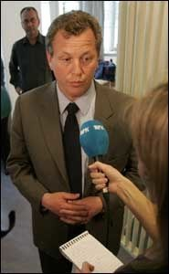 BEKLAGER: Kringkastingssjef John G. Bernander beklager overfor seerne at det blir streik i NRK. Foto: Scanpix