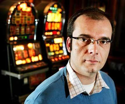 MOT SPILLEAVHENGIHET: Jan Erik Bjørnstad mener Røde Kors' inntekter på spilleautomater utnytter spilleavhengige. Foto: Frode Hansen