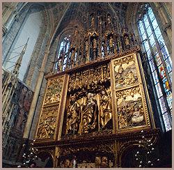 DETALJRIKT: Altyertavlen i St. Jakobs kirke i Levoca er skåret av mesteren Pavel tidlig på 1500-tallet. Foto: AP / Michal Dolezal