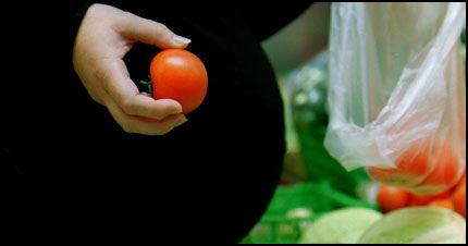 STOR OG TUNG: Dersom du er gravid nå bør du beskytte deg ekstra mot solen. Foto: Scanpix