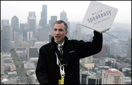DRISTIG: WiMax har hittil vært begrenset til installasjon på bygninger. Her fra lanseringen av SpeakEasy WiMax i Seattle. Foto: Reuters