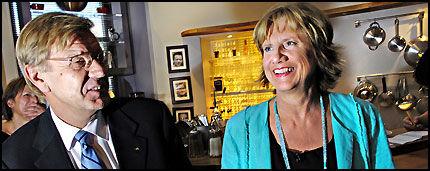 OPPGITT: LO-leder Gerd-Liv Valla var på «Tabloid» på TV2 i går. Her sammen med NHOs administrerende direktør Finn Bergesen jr. Foto: Helge Mikalsen