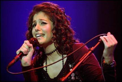 REKORDFORSØK: Katie Melua skal holde konsert på en plattform i Nordsjøen og vil forsøke å sette en ny Guniessrekord for dypeste undersjøiske konsert. Foto: EPA